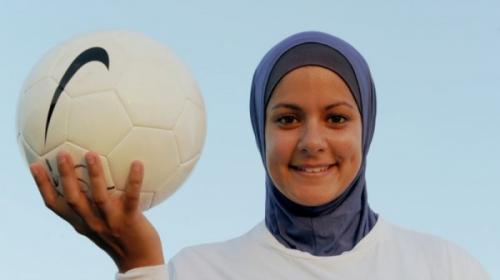 Вся футбольная команда из США надела хиджаб ради одной мусульманки